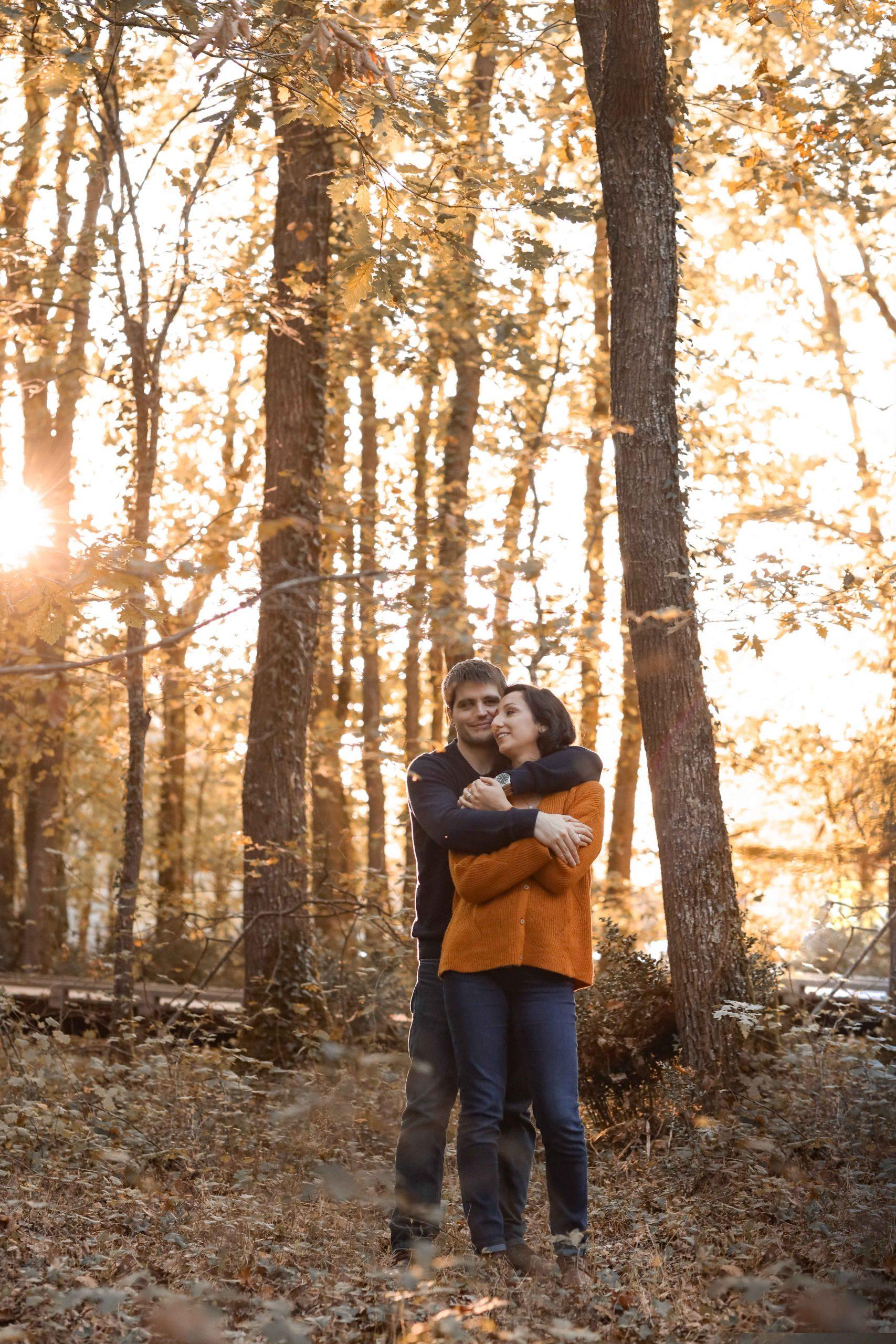 photo engagement couple