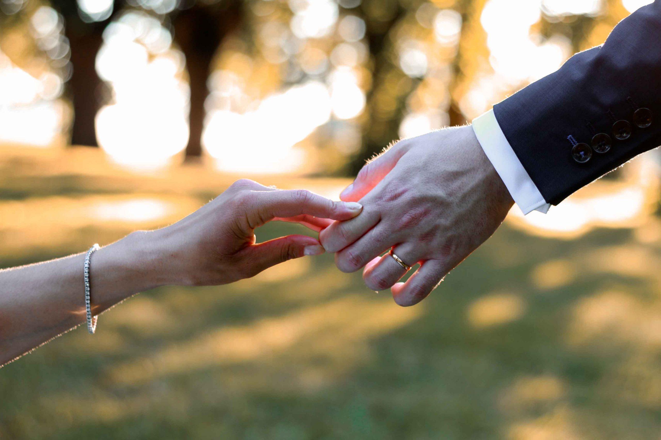 photographe mariage mains des mariés